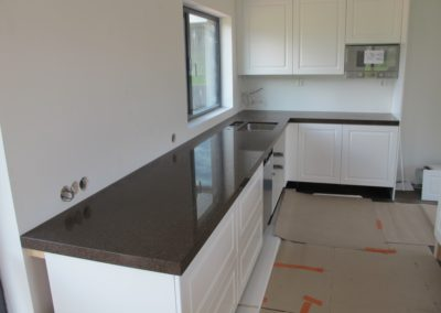 Silestone Marron Jupiter massiivireunalla 50mm